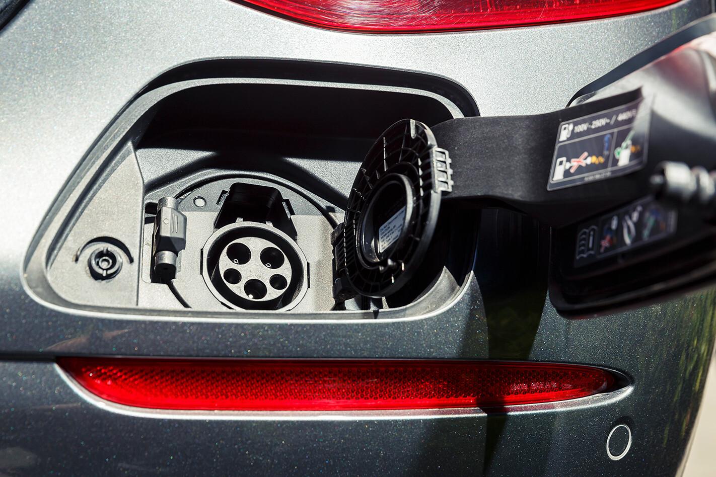Mercedes Benz E 350 E Plug Jpg