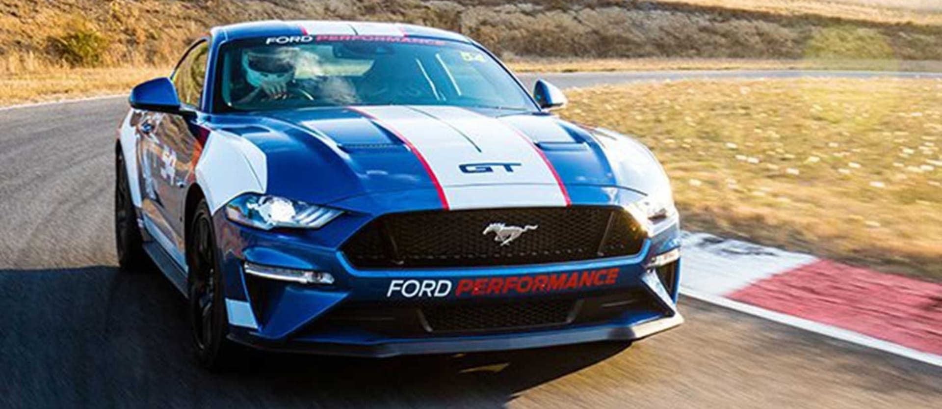 ford mustang to enter supercars racing