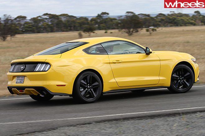 Ford -Mustang -driving -side