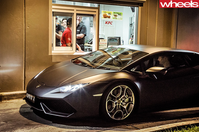 Lamborghini -Huracan -front -side -parked