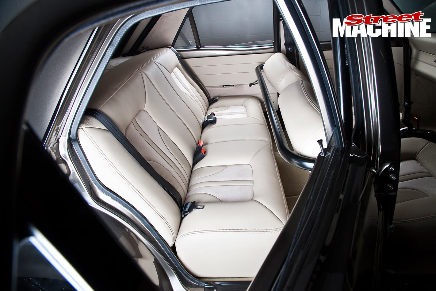 Ford -XY-Falcon -interior -rear