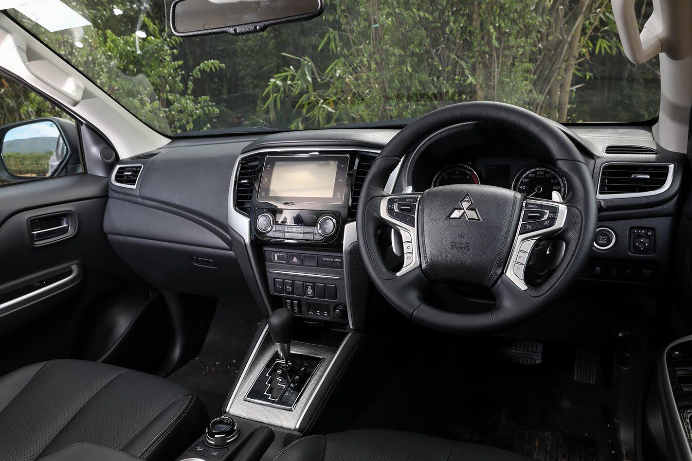 Mitsubishi Triton 2019 interior