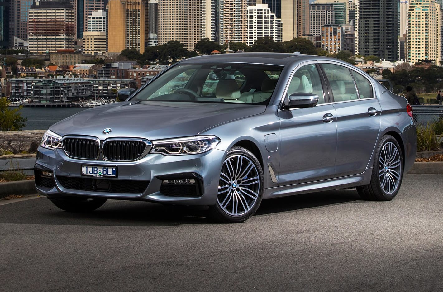 2017 BMW 530e iPerformance Quick Review