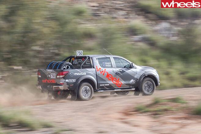 FINKE-2016-Mazda -BT-50-top -side -desert
