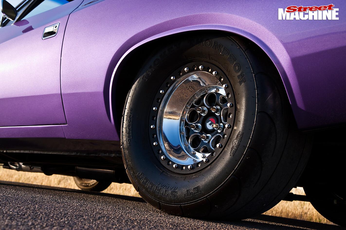 Chrysler -valiant -wheel