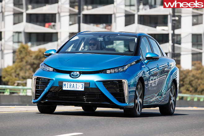 Toyota -Mirai -Fuel _Cell -driving -front