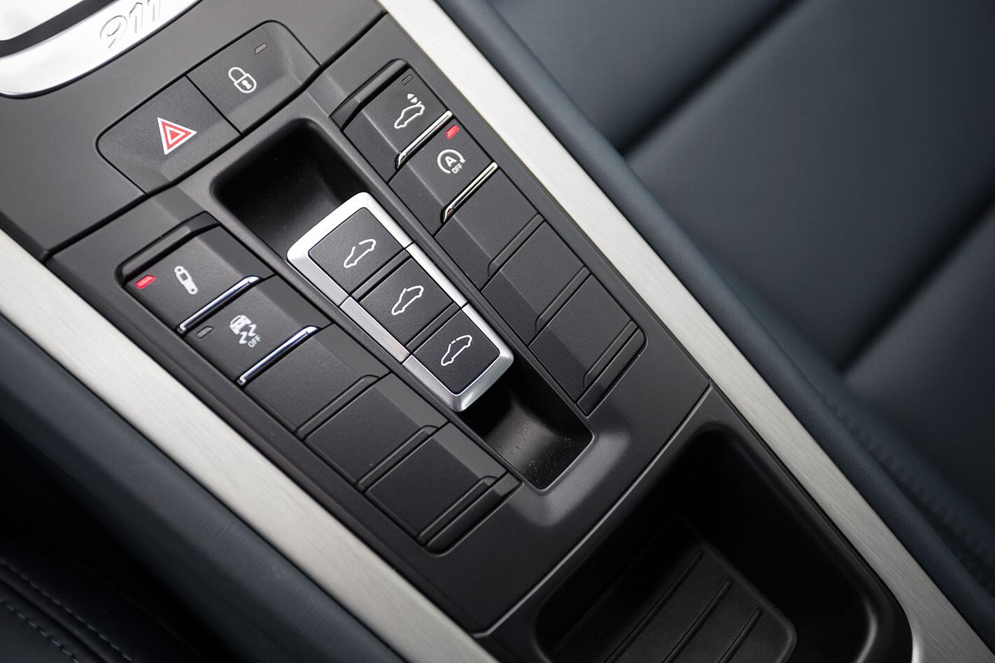 Porsche -991.2-911-Carrera -S-console