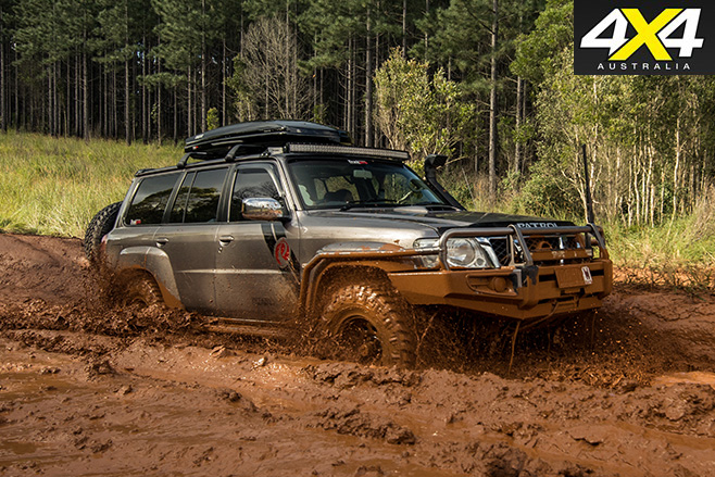 Nissan Patrol Optimizer 6500 V8 driving mud
