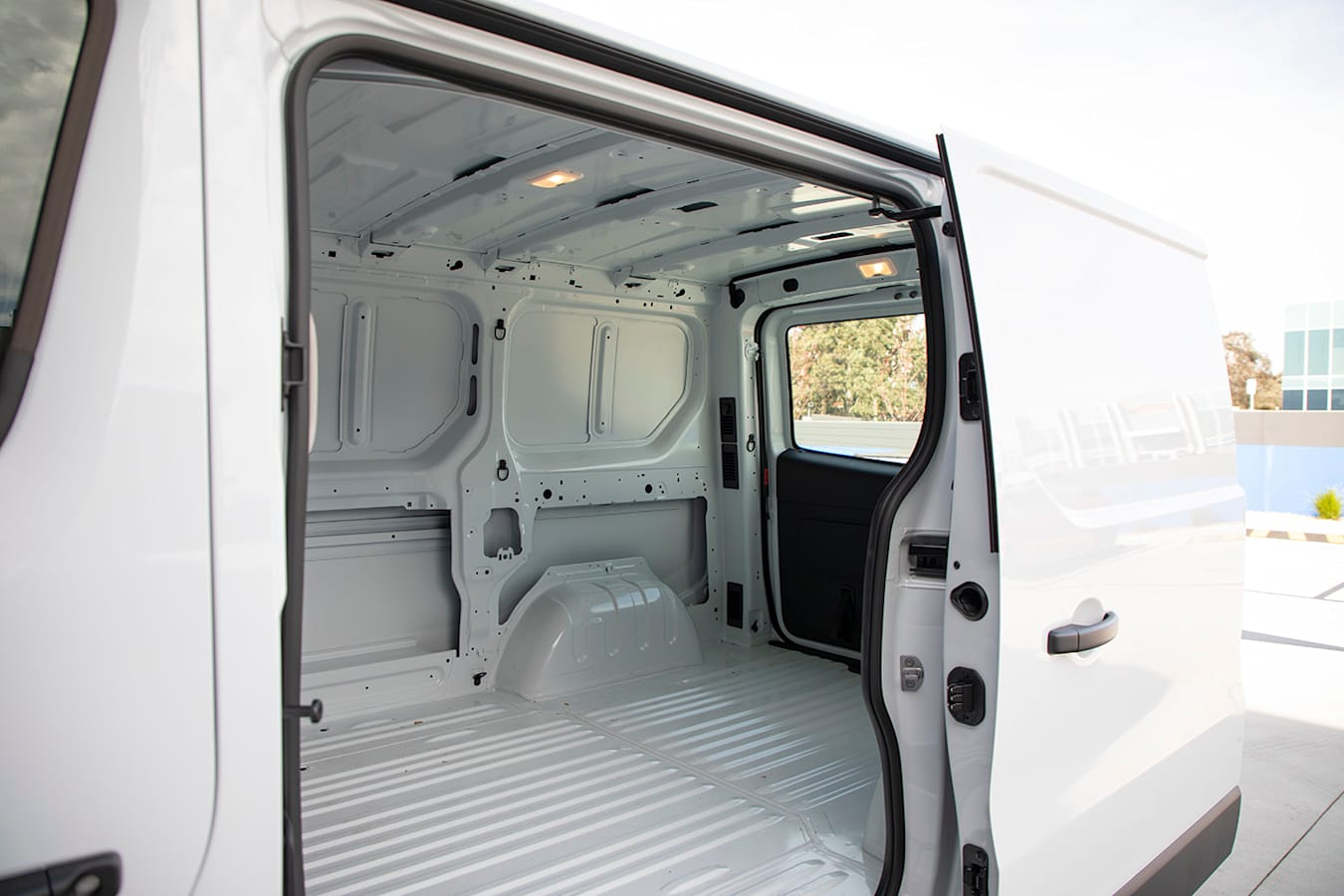 2019 Renault Trafic Traderlife Review Interior Sidedoor Jpg