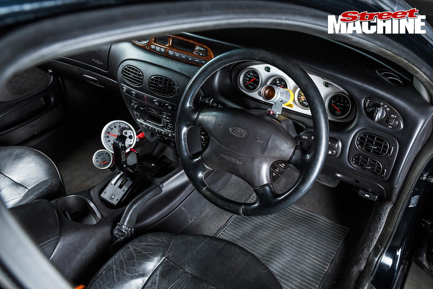 Ford -Fairlane -interior -front -2