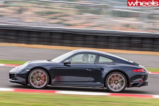 Porsche -911-Carerra -4s -side