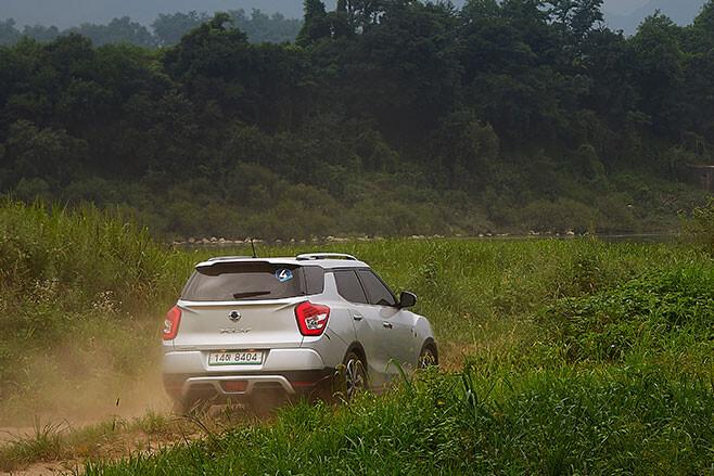 2019 SsangYong XLV rear action