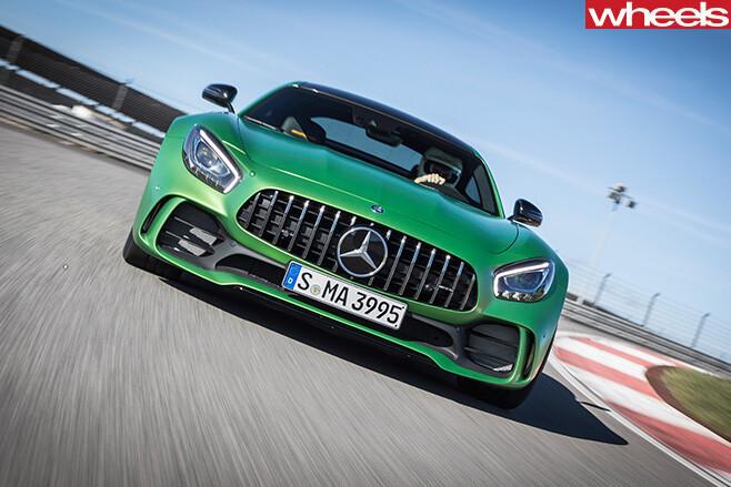 2017-Mercedes -AMG-GT-R-grille