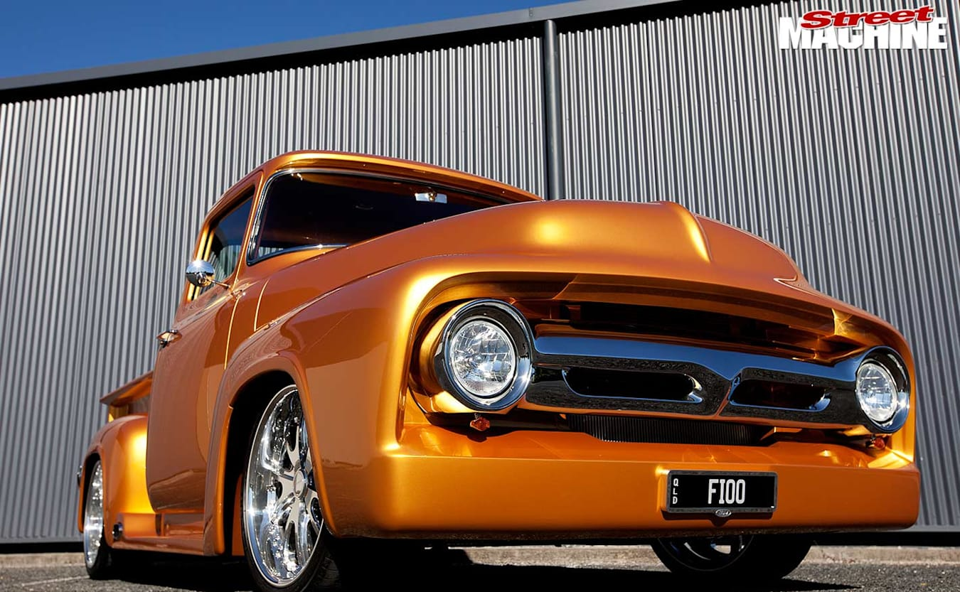 Ford F100 pick-up front