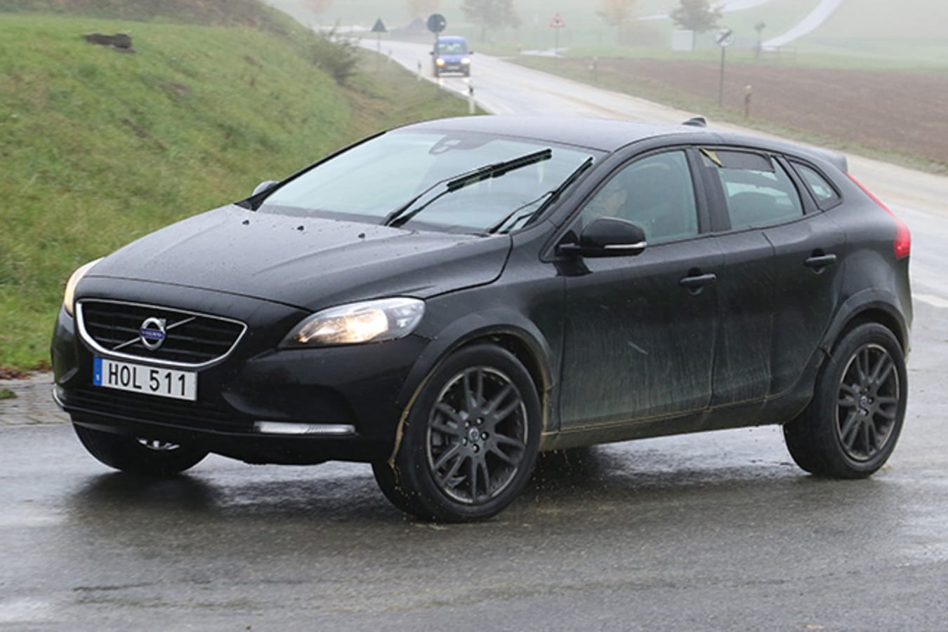 Volvo XC40 front side