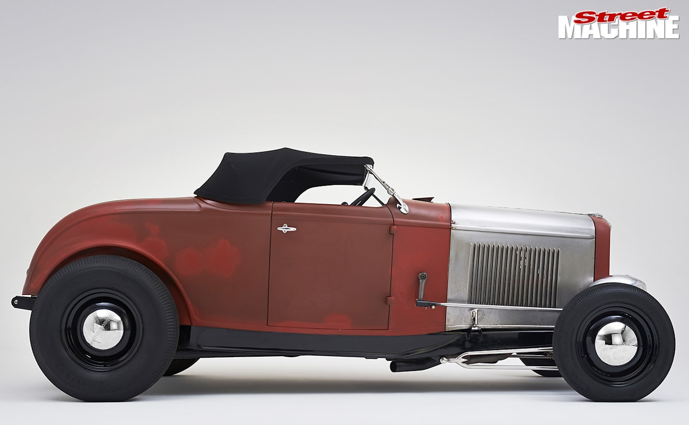1932 Ford roadster side