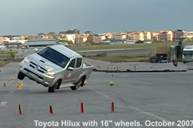 2007 Toyota HiLux moose test