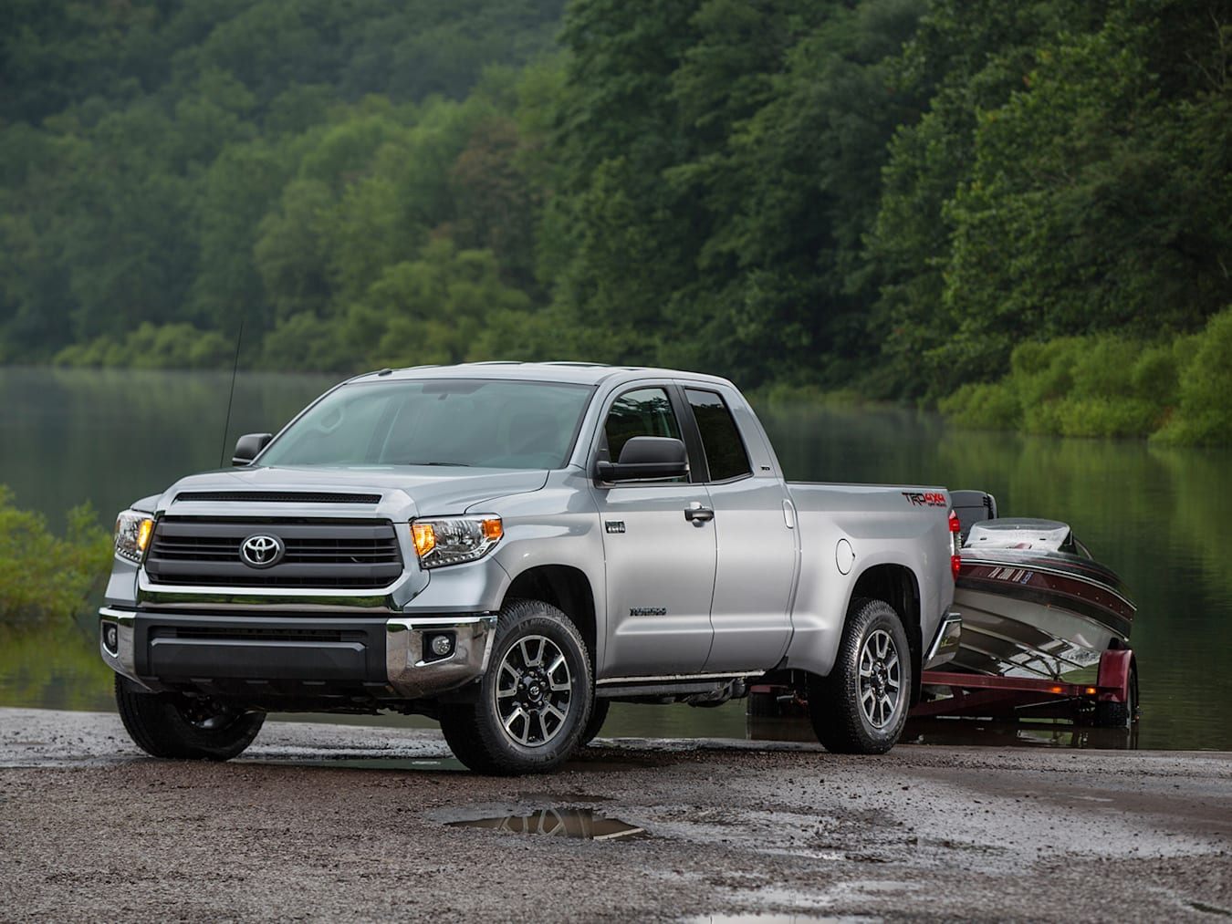 Toyota Tundra towing a speed boat