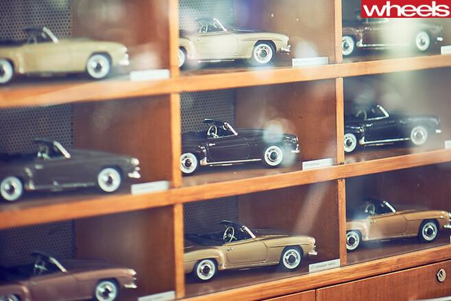Mercedes -Benz -Classic -Centre -Holly -Halls -F1-car -model -toys