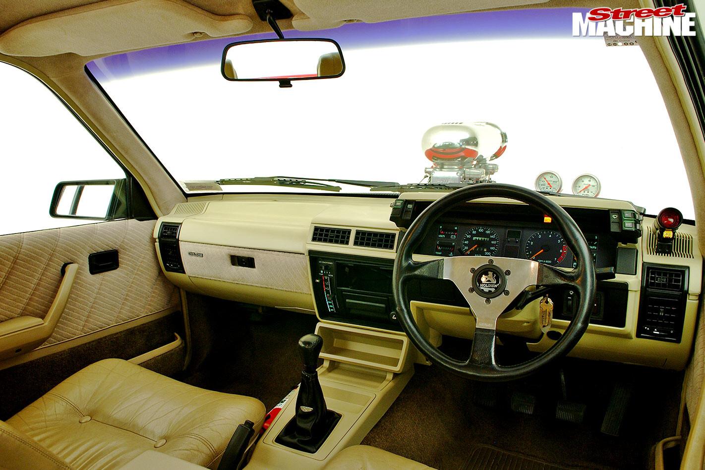 Holden VL Calais dash