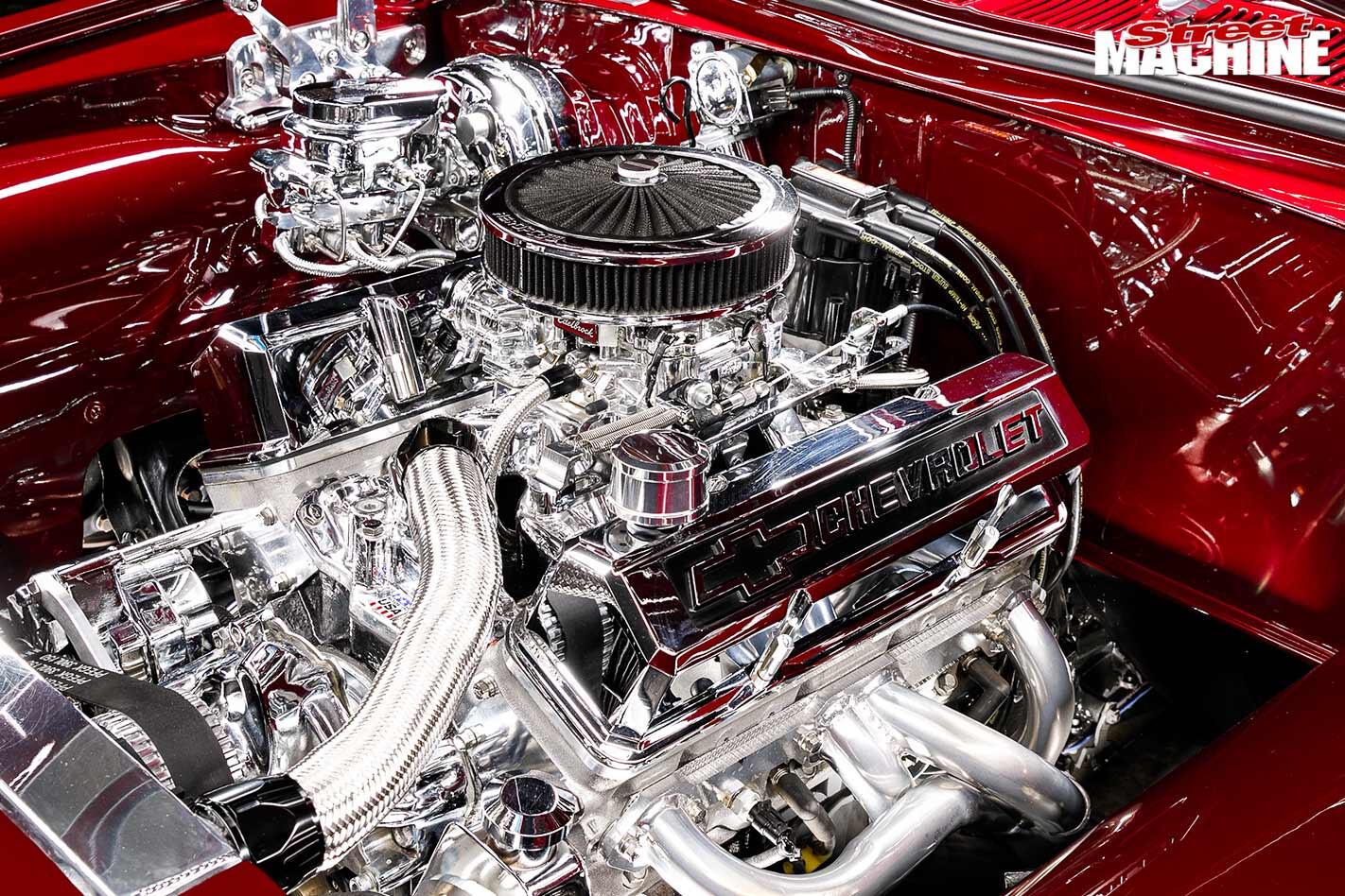 Holden HQ engine bay