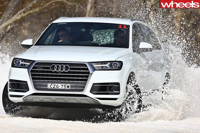 Audi -Q7-Snow -drifting