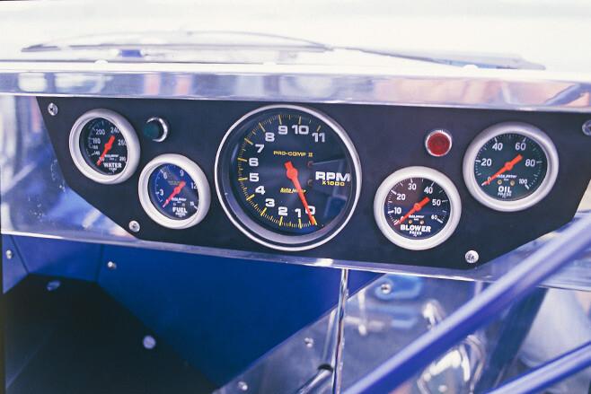 Holden VK Calais gauges
