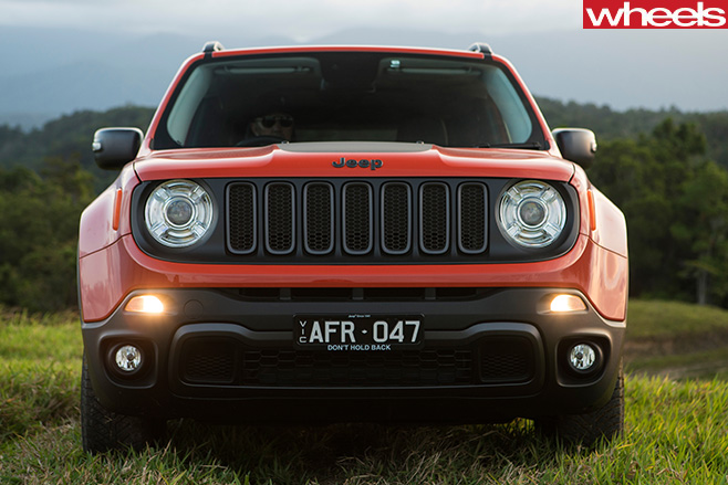 Jeep -Renegade -front -parked -on -hill