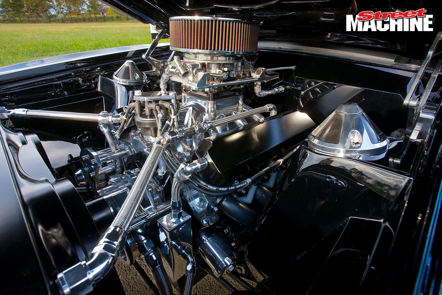 XB Falcon Sedan Windsor Engine 5