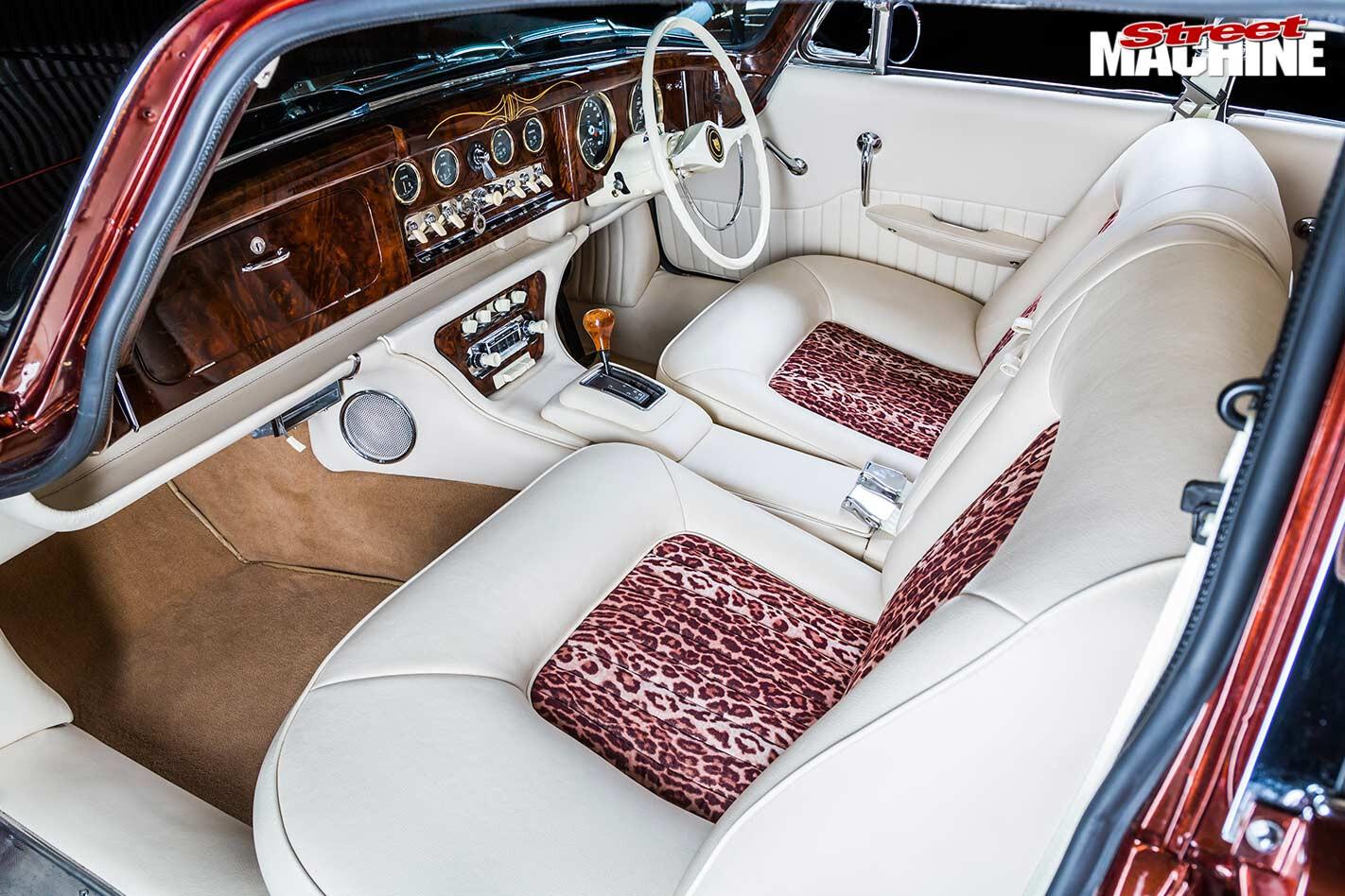 Jaguar Mark 10 interior