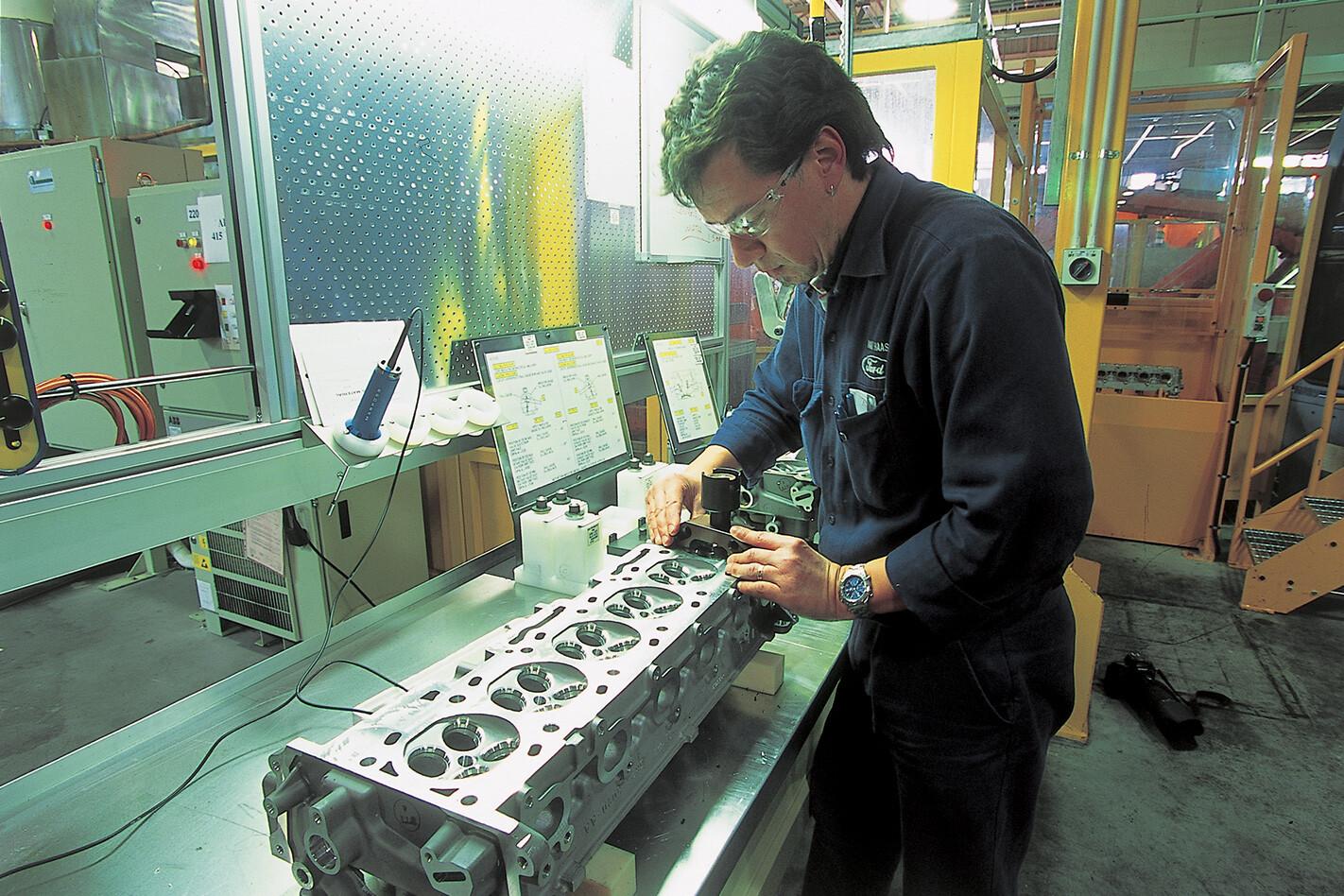 Engineer-Ford-Falcon-XR6-Turbo.jpg