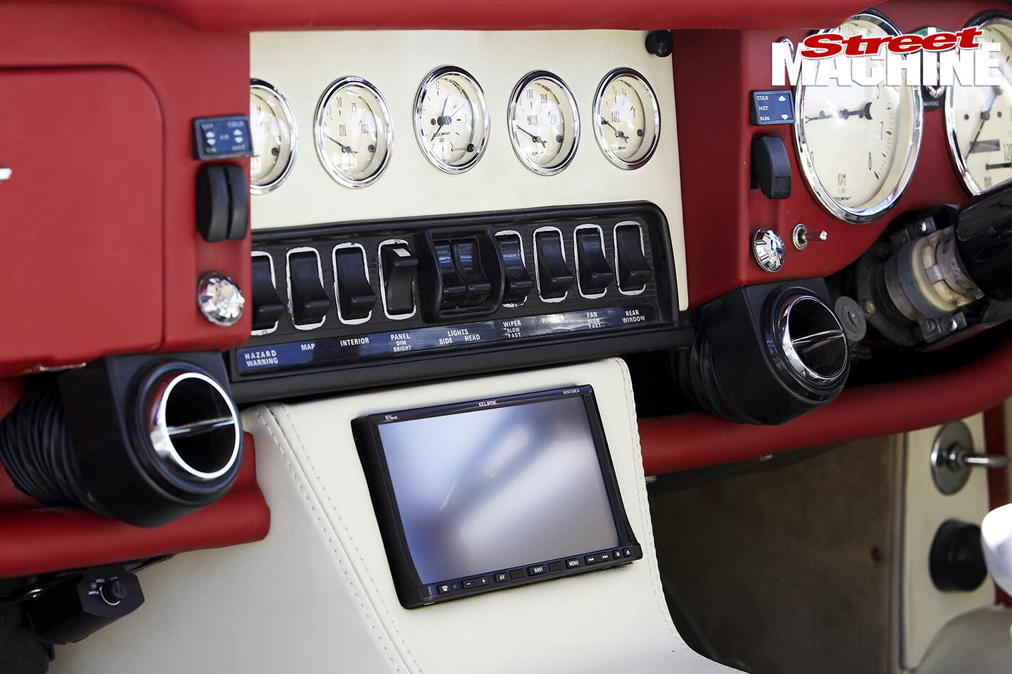E-type -Jaguar -gauges