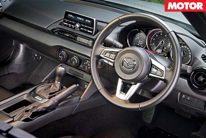 Mazda MX-5 auto review interior