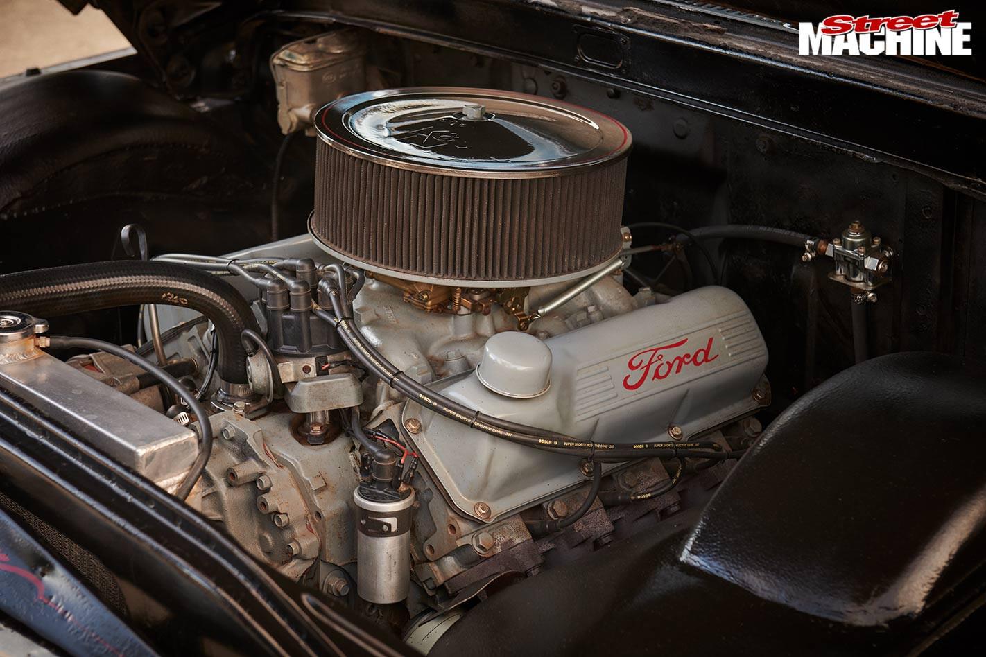 Slammed 1961 Ford F100 engine