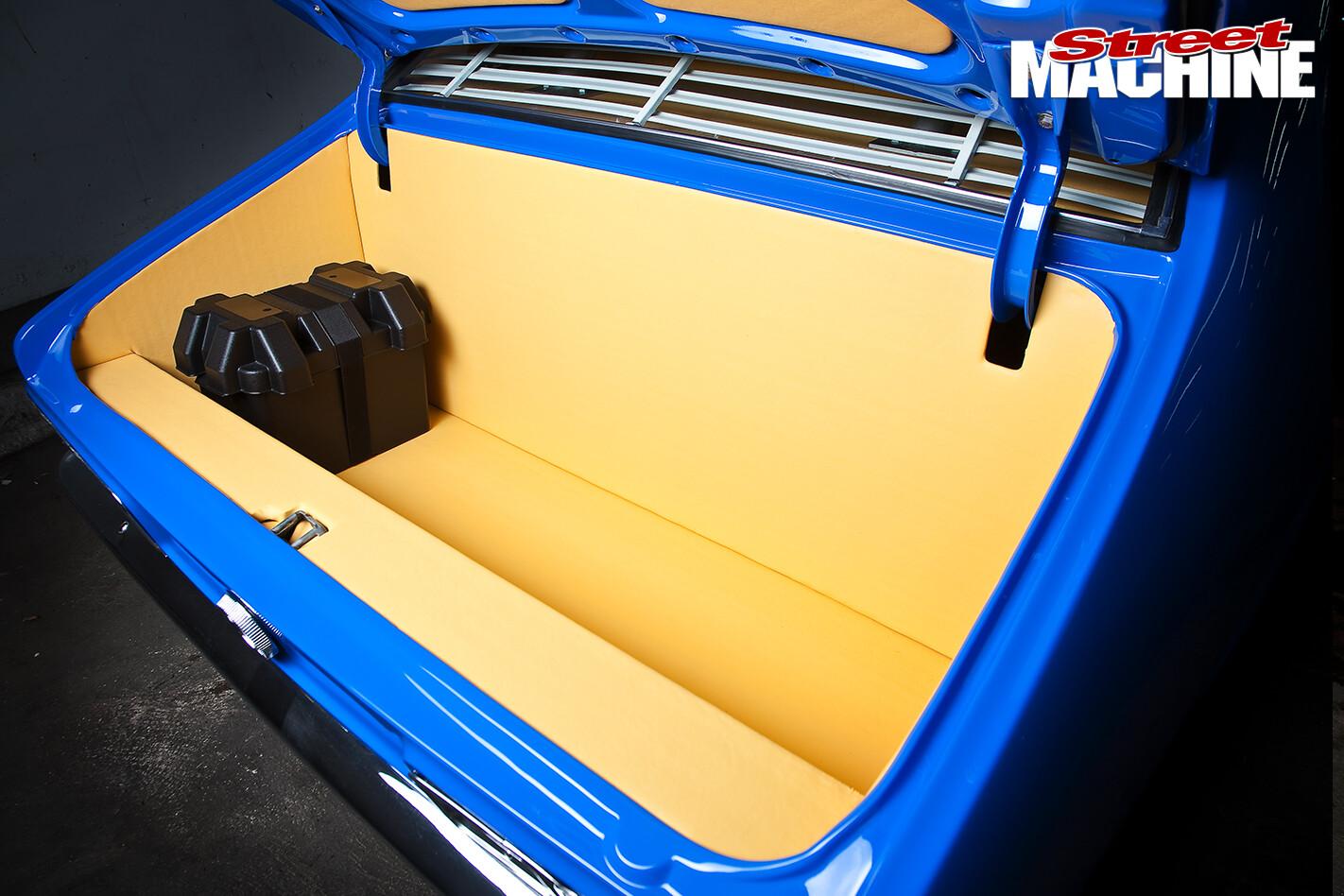 Holden -LJ-Torana -Coupe -boot