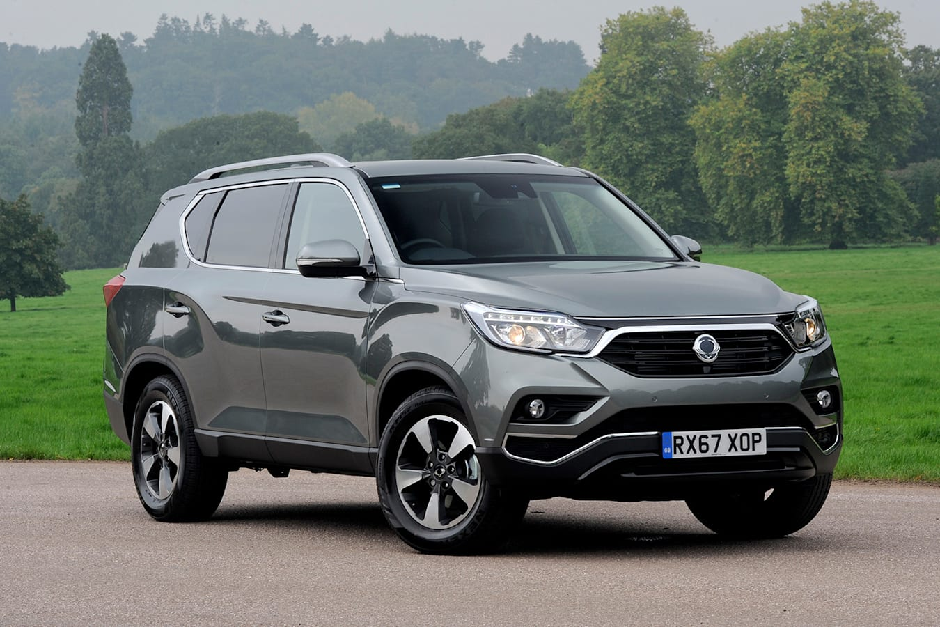 Ssangyong Rexton Front Side Static Jpg