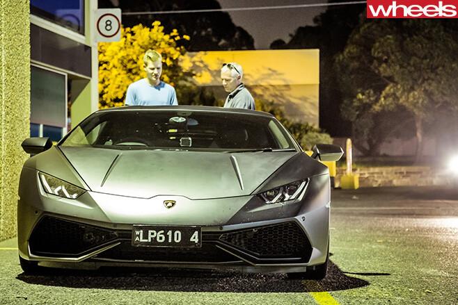 Lamborghini -Huracan -front -at -night