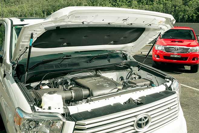 Toyota-Tundra-Crewmax-vs-Toyota-Hilux-SR5-double-cab-engine