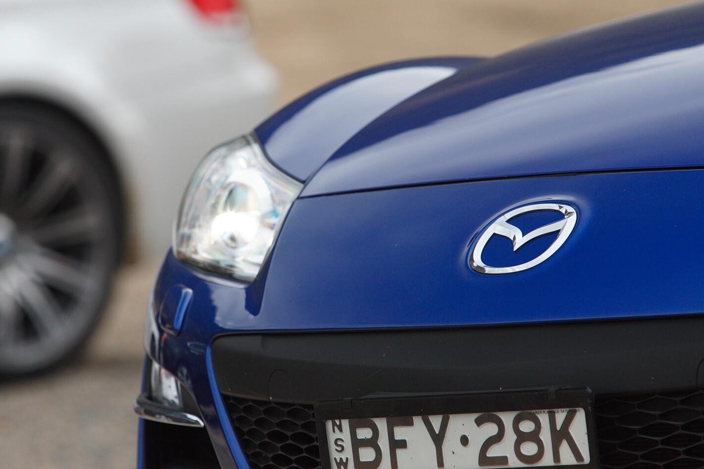 2008-Mazda-RX-8-GT-headlight.jpg
