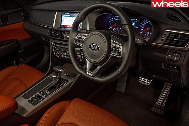 Kia -Optima -GT-interior -steering -wheel