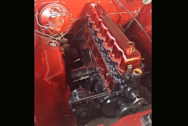 Kenny TwoTwenty 265 Hemi engine