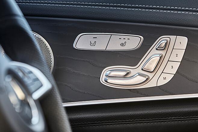 Mercedes-AMG E43 Interior - Driver's door details
