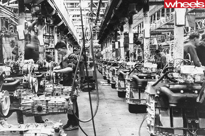 1965-Renault -16-factory -assembly