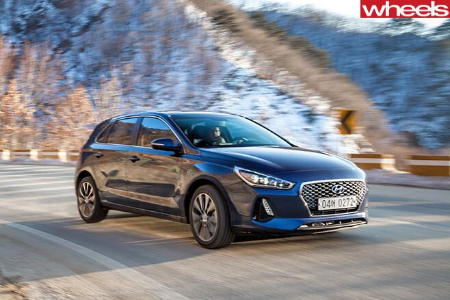 2017-Hyundai -i 30-SR-driving -front -side