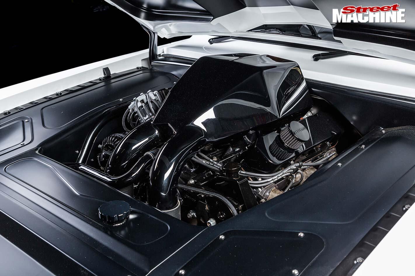Chrysler VG Valiant engine bay