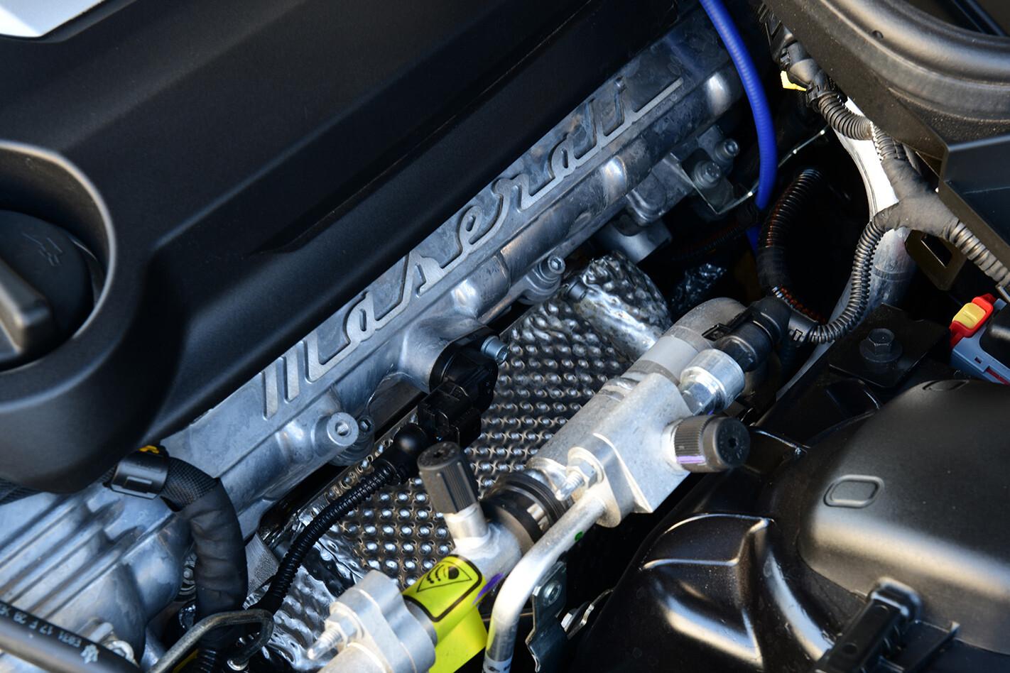 2018 Maserati Ghibli S GranSport  engine