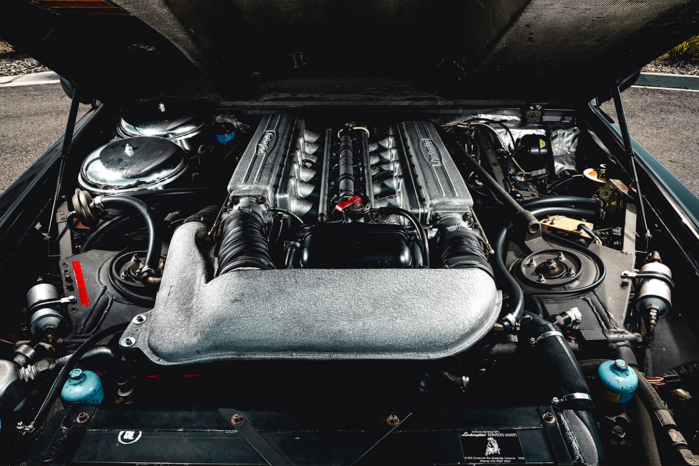 Lamborghini LM 002 Engine Jpg