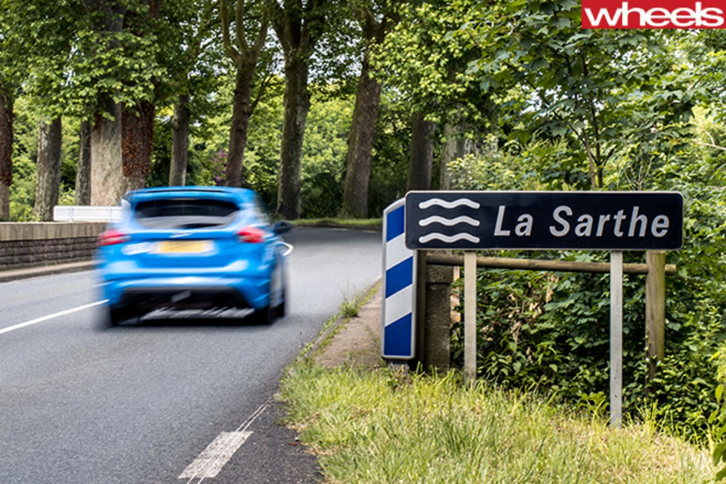 2016-ford -focus -rs -rear -driving -at -la -sarthe
