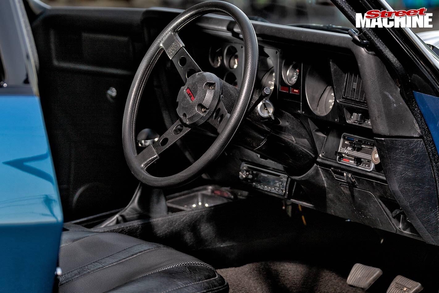 Holden HJ sedan interior