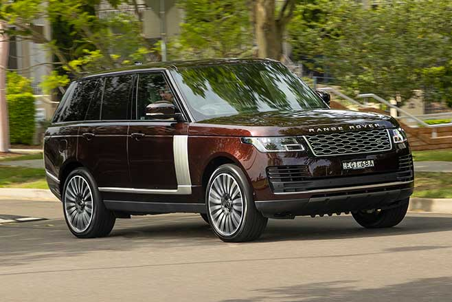 2020 Range Rover Vogue P400 driving
